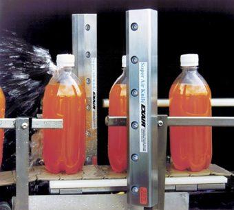 2 noże powietrzne Super model 110012 (305mm) zdmuchują wodę z butelek przed etykietowaniem