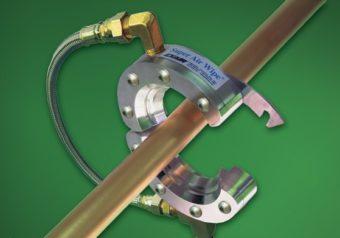Konstrukcja dzielona dyszy pierścieniowej Super łatwo się otwiera w celu wyeliminowania przewlekania materiału przez dyszę.