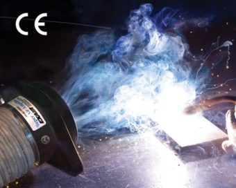 Wzmacniacz przepływu powietrza Super odprowadza dym spawalniczy.