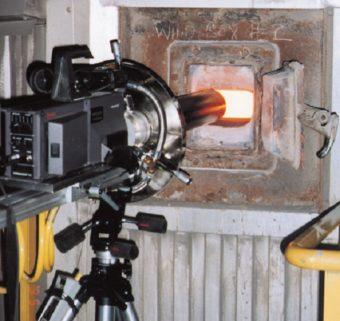 Specjalne rurki wirowe do wysokich temperatur chłodzą soczewkę boroskopu włożoną do otworu inspekcyjnego kotła o temp. 650°C