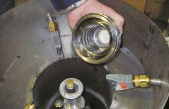 2-calowe płaskie dysze powietrzne Super odmuchują części metalowe podczas ich podnoszenia w komorze próżniowej.