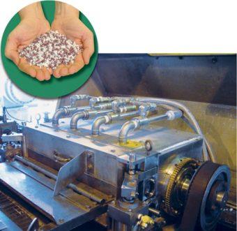 4 rurki wirowe model 3250 chłodzą noże tnące w tym granulatorze, aby zapobiec nieregularnym kształtom.