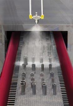 Model SF2020SS jest używany do nakładania lekkiej powłoki oleju w celu zabezpieczenia tulejek przed korozją przed operacją pakowania.