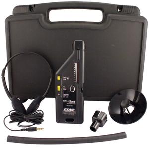 Ultradźwiękowy wykrywacz nieszczelności model 9061 dostarczany jest w komplecie z  walizką z tworzywa sztucznego, słuchawkami, sondą paraboliczną, adapterem rurowym, przedłużką rurową i baterią 9 V.
