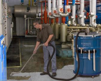 Pompa beczkowa do sprzątania rozlanych cieczy o pojemności 418l.