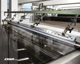 Nóż powietrzny jonizujący wykorzystany do procesu neutralizacji elektrostatycznej szkła